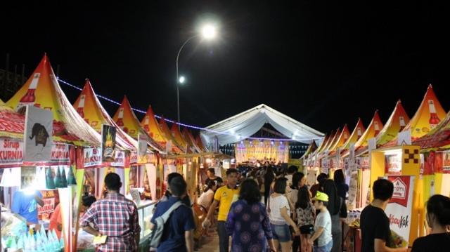 Keren! Warga Tanjung Sari Medan Resmi Bawa Pulang Mobil BMW Sport Dari Wiraland Family Carnival!